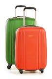 Gepäck, das aus großen Koffern auf Weiß besteht Stockfotos