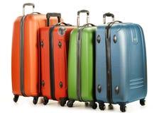 Gepäck, das aus großen Koffern auf Weiß besteht Lizenzfreie Stockfotos