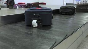 Gepäckanspruchsgurt stock video footage