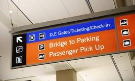 Gepäckausgabe- und Bodentransportzeichen Stockbild