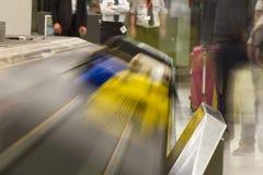 GepäckFörderband an einem Flughafen Stockbild