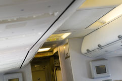 Gepäckkabineflugzeug Lizenzfreies Stockfoto