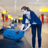 Gepäckrückgewinnung am Flughafen Stockfotografie