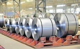Gepackte Rollen des Stahlblechs Lizenzfreies Stockbild