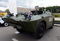 Gepantserde verkenning en patrouillewagen brdm-1 bij de tentoonstelling van militaire uitrusting royalty-vrije stock foto