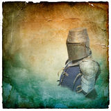 Gepanzerter Ritter im Sturzhelm mit Schild - Retro- Postkarte stockfotos