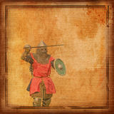 Gepanzerter Ritter mit Klinge und Schild - Retro- Postkarte lizenzfreie stockfotos