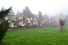 Gepanzerter Zug im Nebel Stockfoto