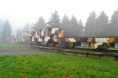 Gepanzerter Zug im Nebel Stockfotografie