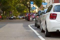 Geparkeerde auto in de stad 3d geef terug Royalty-vrije Stock Afbeeldingen