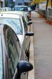 Geparkeerde auto's stock afbeelding