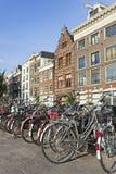 Geparkeerde fietsen in Amsterdam Royalty-vrije Stock Foto's