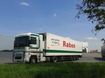 Geparkeerde Raben-vrachtwagen Stock Foto's