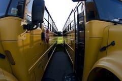 Geparkeerde schoolbussen Stock Foto's