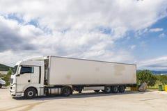 Geparkeerde vrachtwagen stock foto's