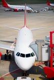 Geparkte Flugzeuge parkten Stockfotografie