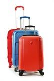 Gepäck, das aus den Koffern getrennt auf Weiß besteht Stockfotos