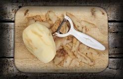Gepeld en voorbereide aardappel Royalty-vrije Stock Foto
