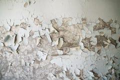 Gepelde verf op de muur van een troosteloos gebouw in verlaten Pripyat De Streek van Tchernobyl royalty-vrije stock foto