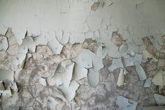 Gepelde verf op de muur van een troosteloos gebouw in verlaten Pripyat De streek van Tchernobyl, spookstad stock afbeelding
