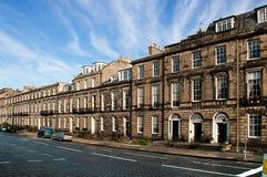 Gepflasterte Straße in Edinburg, Großbritannien Stockfotografie