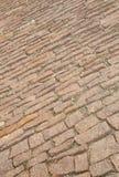 Gepflasterte Straße mit braunem Kopfstein Lizenzfreies Stockbild