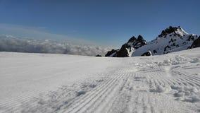 Gepflegte Schnee-Spuren Stockfoto