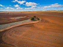 Gepflogene Orangenfeld- und -Altbauruinen Stockfoto