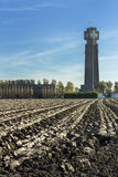 Gepflogenes Land konfrontiert höchstes Denkmal des Ersten Weltkrieges in Belgien Stockbilder