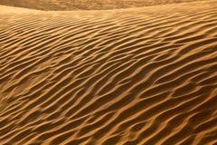 Geplätscherte Sand-Wellen in der Wüste Lizenzfreie Stockbilder