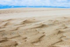 Geplätscherte Wellen des Sandes - Dünen auf äußeren Banken NC Stockfoto