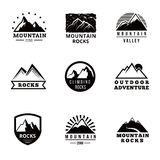 Geplaatst bergen vectorembleem, kentekens en emblemen Stock Afbeeldingen