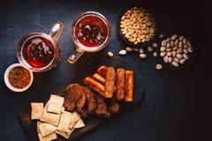Geplaatst bier en snacks bar, restaurant, barvoedsel stock foto's