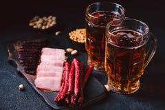 Geplaatst bier en snacks bar, restaurant, barvoedsel royalty-vrije stock afbeeldingen