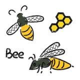 Geplaatste bijen Krabbelemblemen van bij en honingraat Stock Afbeelding