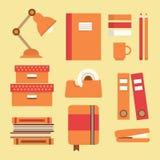 Geplaatste bureaulevering en kantoorbehoeftenpictogrammen Stock Illustratie