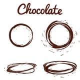 Geplaatste chocoladeplonsen De bruine hete koffie of de chocolade om cirkelplonsen met dalingen en bouten plaatst op wit geïsolee royalty-vrije illustratie