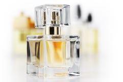 Geplaatste de flessen van het parfum royalty-vrije stock afbeelding