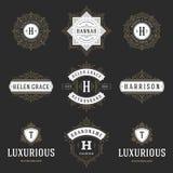 Geplaatste de malplaatjes van luxeemblemen, bloeit kalligrafische elegante ornamentlijnen Royalty-vrije Stock Foto's