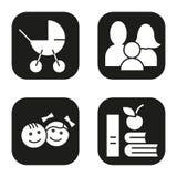 Geplaatste de pictogrammen van de familie Kinderwagen, kinderen, appel en boekensymbool Vector witte silhouettenillustraties in z Royalty-vrije Stock Foto's