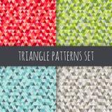 Geplaatste driehoekspatronen Rode, blauwe, groene, grijze, bruine vector naadloze geometrische achtergronden Stock Fotografie