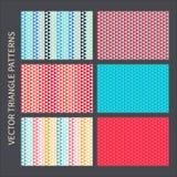 Geplaatste driehoekspatronen Rode, roze, blauwe, gele vector naadloze achtergronden Royalty-vrije Stock Foto's