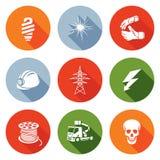 Geplaatste elektriciteitspictogrammen Vector illustratie Stock Afbeeldingen