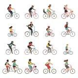 Geplaatste fietsers Gelukkige mensen die van de ritfietsen van de fietsfamilie de mannen van de de kinderenvrouw sportuitrusting  stock illustratie