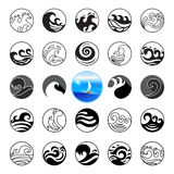 Geplaatste golfpictogrammen Van het watersymbool of Embleem ontwerp Oceaan, Overzees, Strand Stock Foto's