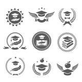 Geplaatste graduatieglb etiketten Universiteitsstudie, diploma en het ontwerpvector van het hoedenembleem Royalty-vrije Stock Afbeeldingen
