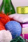 Geplaatste Kerstmisballen, de nieuwe kaart van de jaarvakantie Stock Foto