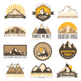 Geplaatste pictogrammen van de berg de openlucht vectorreis Royalty-vrije Stock Afbeelding