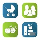 Geplaatste pictogrammen van de familie de vlakke lange schaduw Kinderwagen, kinderen, appel en boeken Stock Afbeeldingen