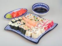 Geplaatste sushi - Verschillende Types van Sushi Maki Stock Afbeelding